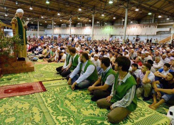 В праздновании Ураза-байрама 2015 в Москве приняли участие 160 тысяч мусульман
