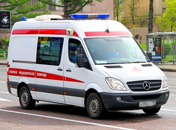 В Питере на беременную женщину упала бетонная плита