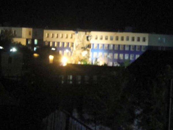 В Омске обрушилась казарма ВДВ: погиб один человек, десятки остаются под завалами