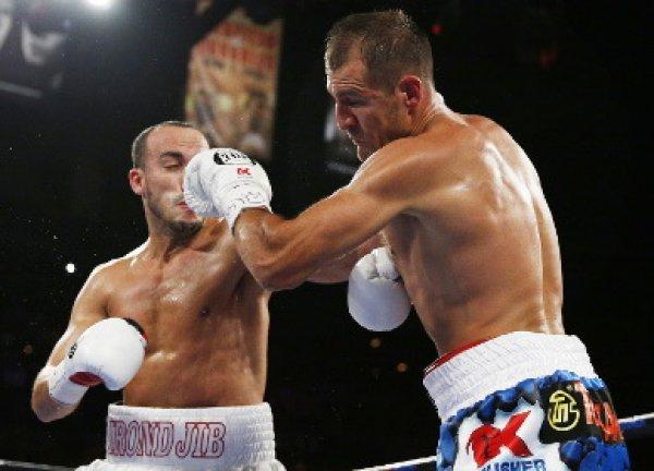 Ковалев нокаутировал Мохаммеди, защитив в бою три чемпионских титула (видео)