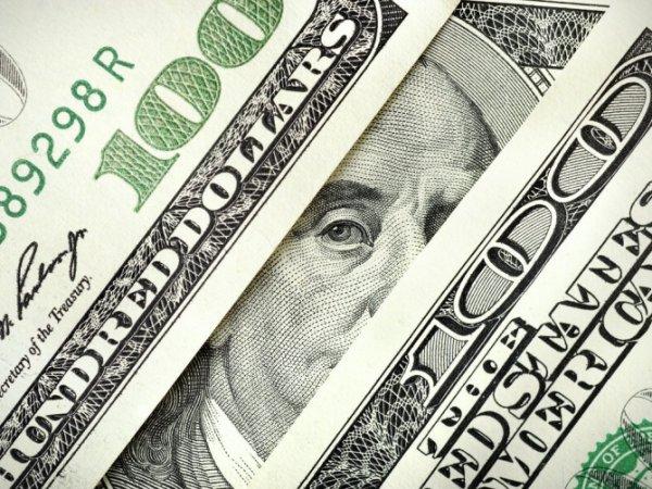 Курс доллара на 8 июля 2015 впервые за три месяца поднялся выше 57 рублей