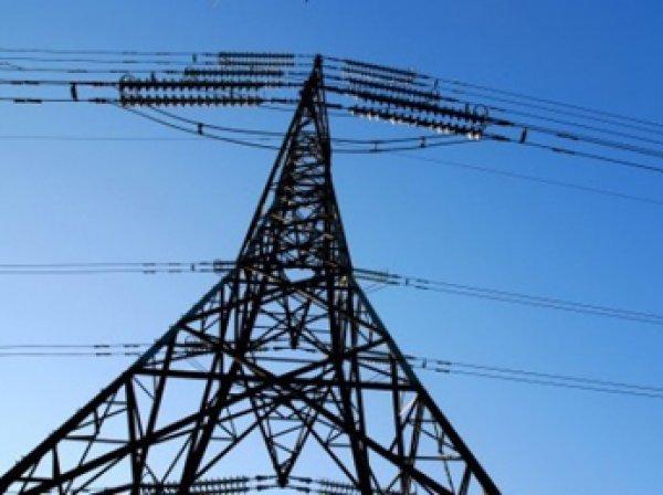 Украина заявила об отключения Крыма от электроснабжения, но свет пока есть