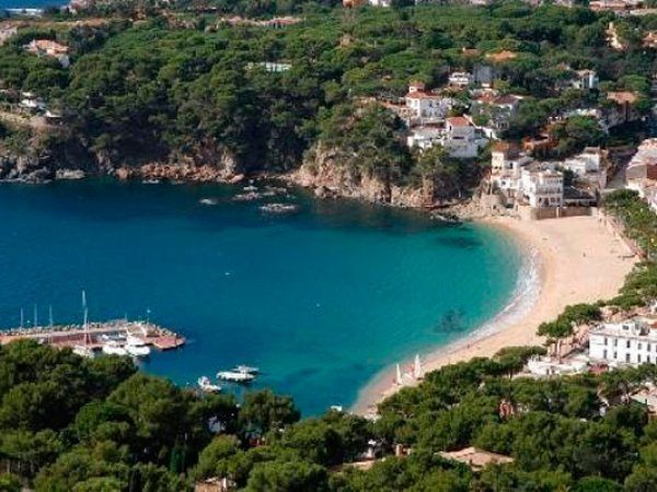 Испания за полгода лишилась трети туристов из России