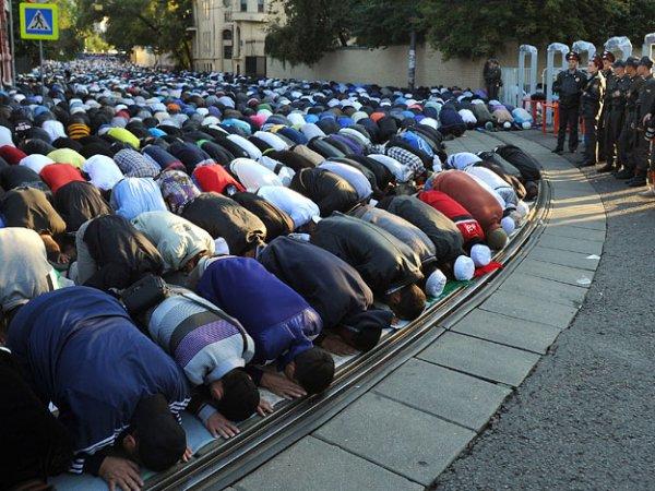 Мусульмане отмечают праздник Ураза-байрам 2015