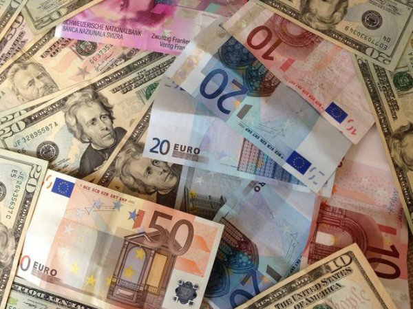 Курс доллара и евро на сегодня, 8 июля 2015: Рубль продолжает лихорадить на бирже