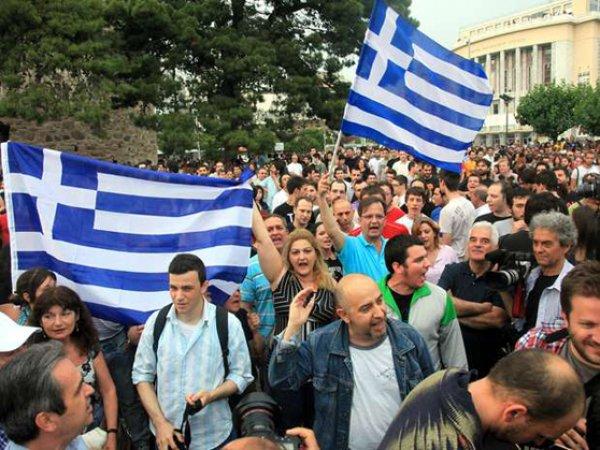 Фото плачущего греческого пенсионера шокировало Сеть (фото)