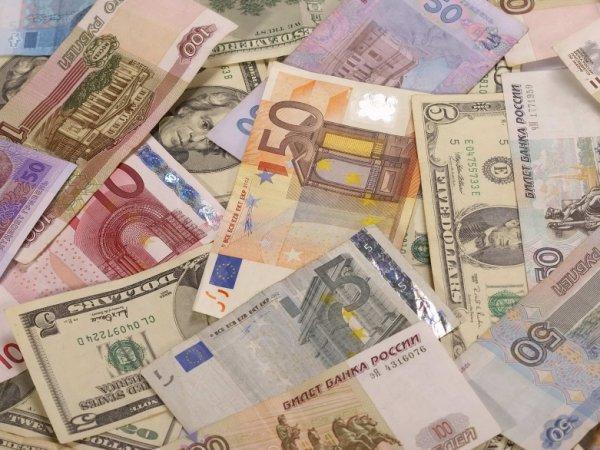 Курс доллара и евро на сегодня, 11 августа 2015: рубль продолжает терять силу