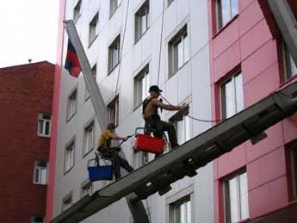 В центре Москвы двое рабочих погибли, упав с офисного здания