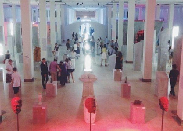 «Православные активисты» устроили погром на выставке в Манеже