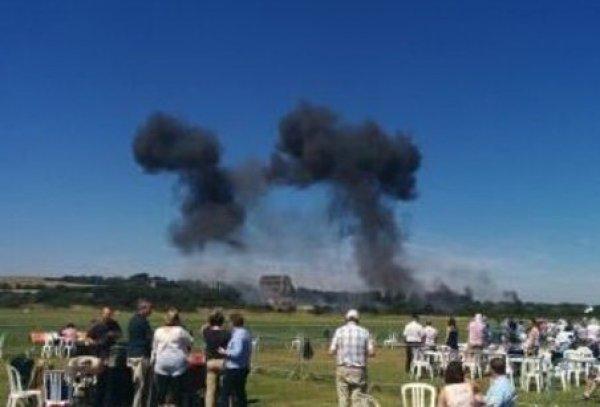 Крушение самолета на авиашоу в Англии попало на видео: 7 погибших (видео, фото)