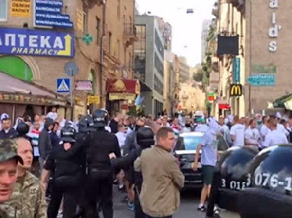 На Майдане Незалежности подрались украинские и польские футбольные фанаты
