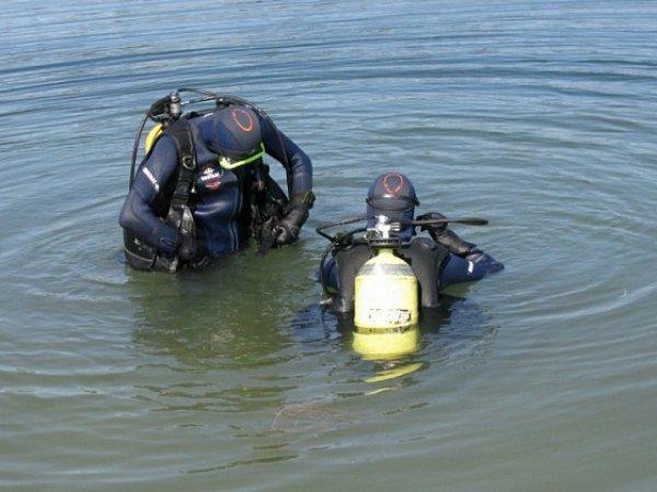 На дне реки в Волгоградской области найден автомобиль с шестью трупами внутри