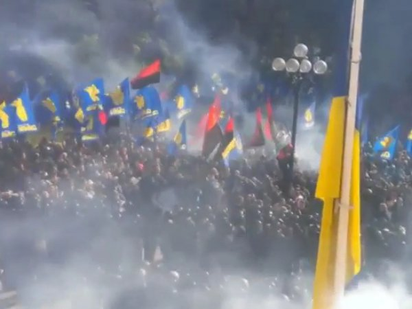 Штурм Рады в Киеве 31 августа 2015 начался после обсуждения закона о децентрализации (фото, видео)