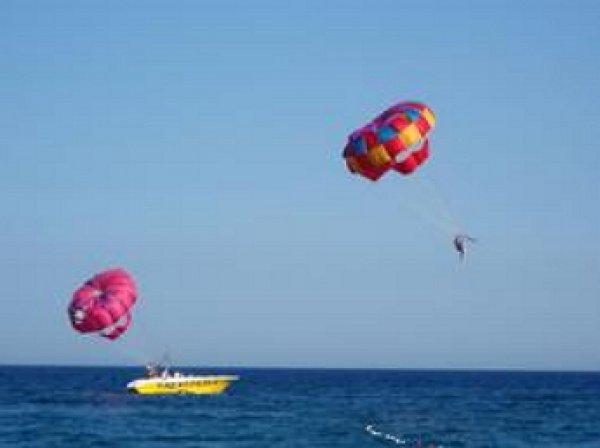 В Турции погибла россиянка во время пляжного катания на парашюте за катером