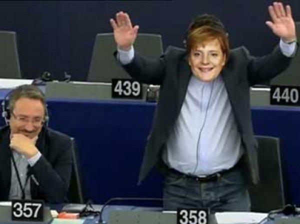 Итальянский депутат высмеял Ангелу Меркель на заседании Европарламента