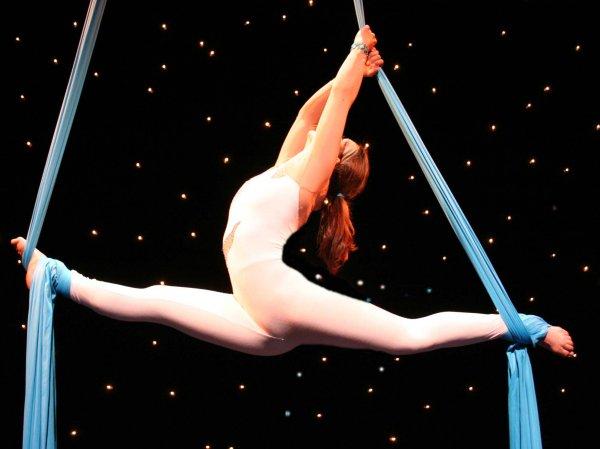 В Москве во время выступления разбилась воздушная гимнастка