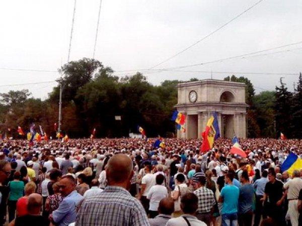 Молдавия, последние новости: митингующие потребовали отставки президента Тимофти (фото, видео)