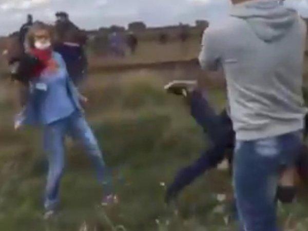 В Венгрии сотрудница телеканала толкнула беженца ради кадра