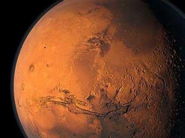 Впервые в истории НАСА удалось запечатлеть выпавший на Марсе снег