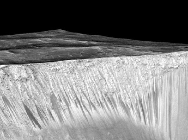 Ученые NASA нашли на Марсе жидкую воду