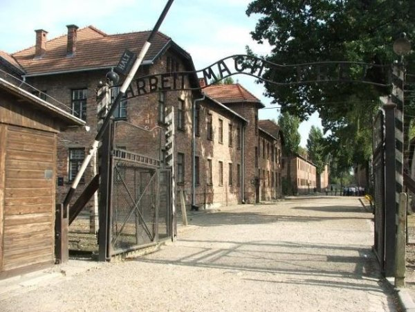 91-летнюю немку обвинили в пособничестве убийству 260 тысяч узников Освенцима