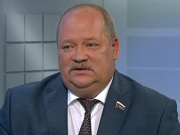 Застрявший в танке депутат Госдумы Игорь Зотов пригрозил перестрелять всех вокруг