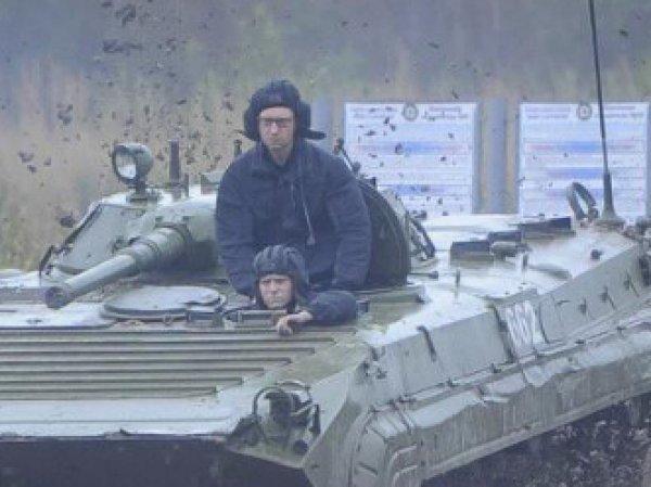 Пользователи соцсетей высмеяли воевавшего в Чечне Яценюка