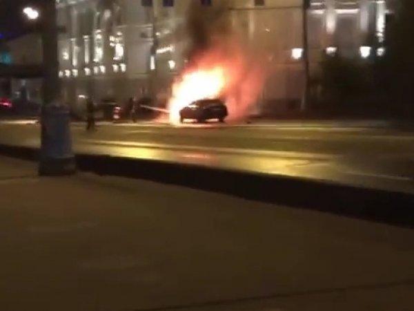 В аварии с Ferrari на Крымском мосту в Москве сгорели две машины (фото, видео)
