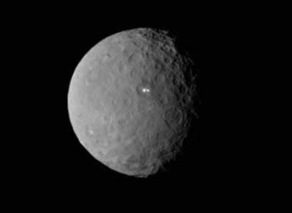 Зонд Dawn зафиксировал странные загадочные вспышки на Церере