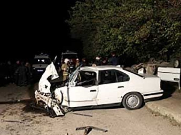 «Копейка» протаранила BMW в Крыму: пять человек погибли