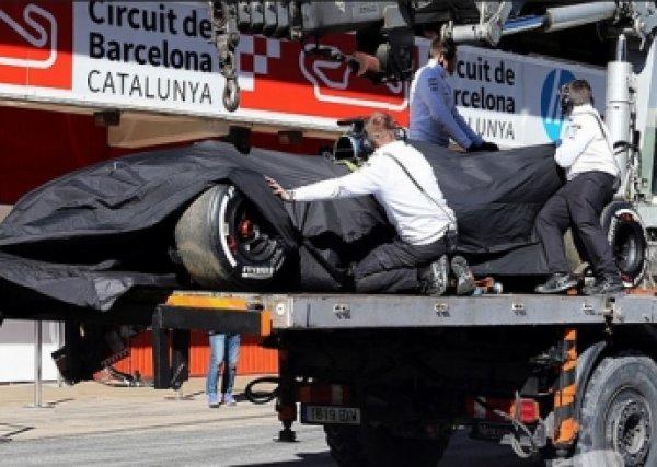Гонщик Карлос Сайнс попал в аварию на Гран-при «Формулы-1» в Сочи (ВИДЕО)
