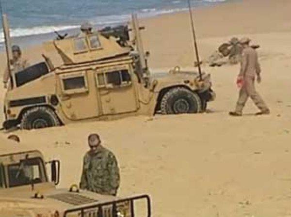 Морпехи НАТО оконфузились на учениях – увязли в песке на пляже в Португалии