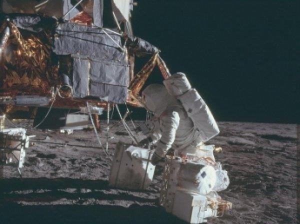 В Интернете появились уникальные снимки, сделанные астронавтами NASA на Луне