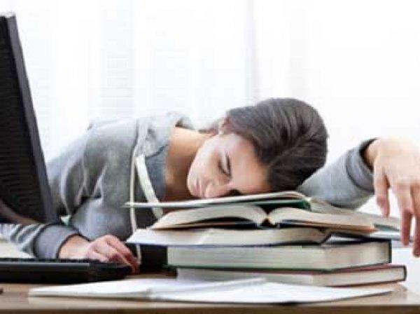 Ученые выяснили, что вреднее – недосып или курение