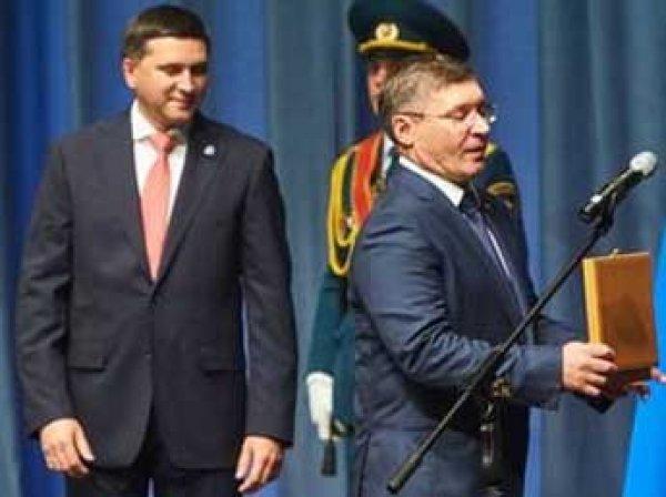 Скандал: в Тюмени чиновницы вынесли из музея три картины ради подарка губернатору