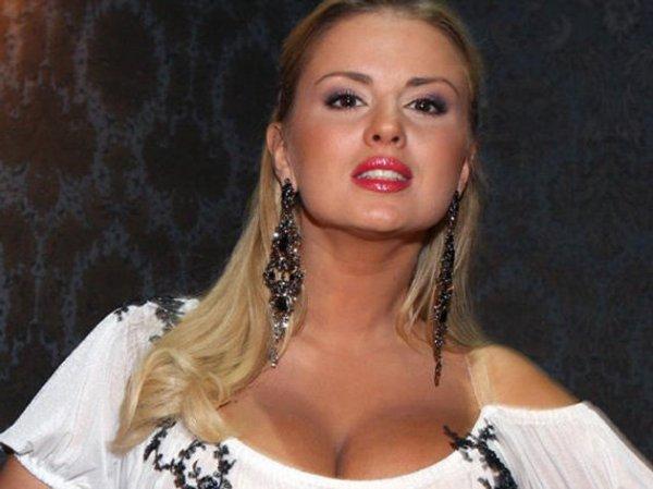У Анны Семенович украли шубу за  тысяч на показе мод Юдашкина