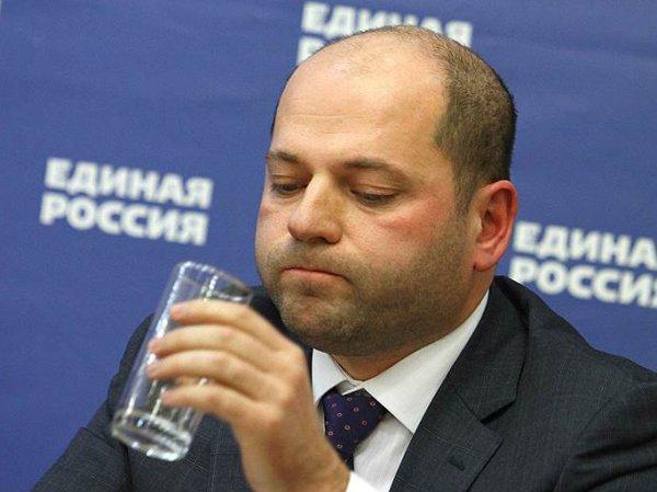 Посоветовавший россиянам меньше есть свердловский депутат стал невыездным из-за долгов