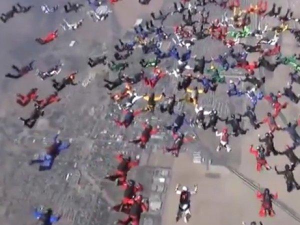 Российские парашютисты установили мировой рекорд в США