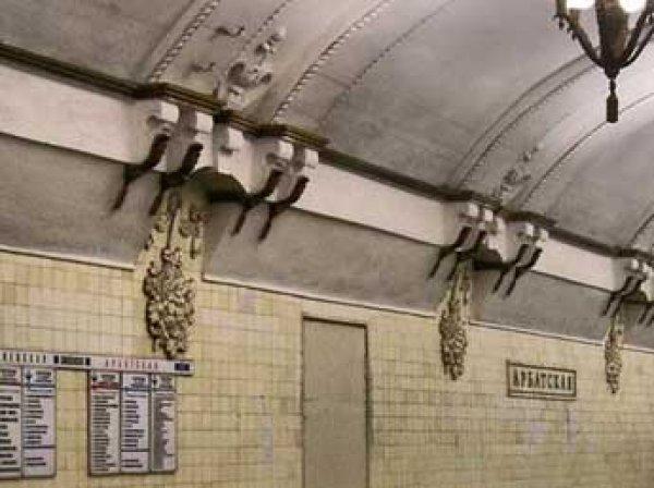 В метров в Москве пенсионерка погибла, прыгнув на крышу поезда