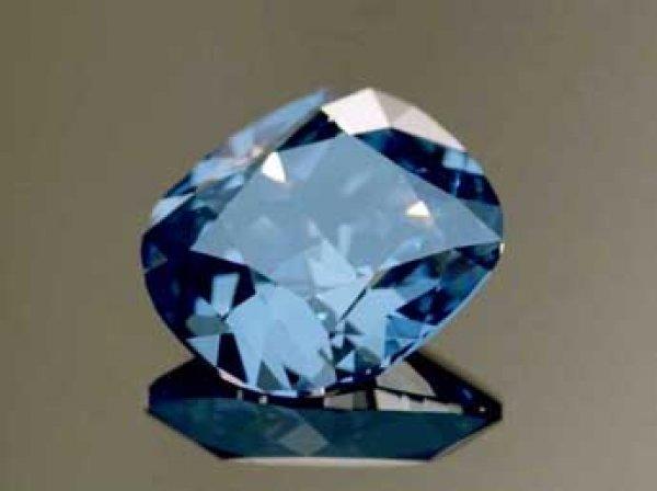 "Бриллиант ""Голубая Луна"" продан на аукционе Sotheby's за рекордную сумму"