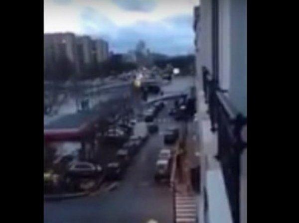 В Сеть попало видео штурма захваченного террористами театра «Батаклан» в Париже