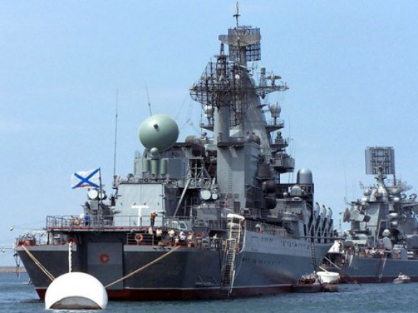 СМИ: турецкие подлодки следят за российским крейсером