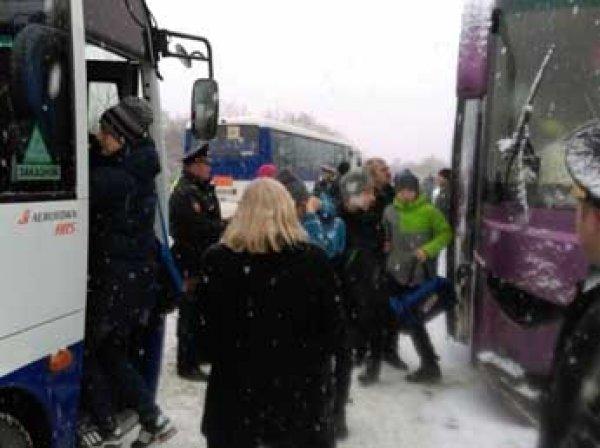 На Сахалине внедорожник врезался в автобус с детьми 20 ноября 2015: три человека погибли
