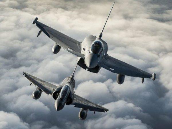 Франция нанесла авиаудар по позициям ИГИЛ в Сирии впервые после терактов в Париже