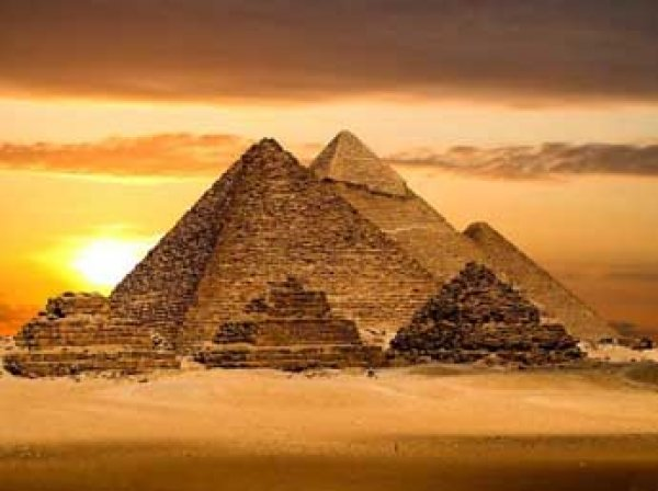 """Ученые нашли под египетскими пирамидами """"машину времени"""""""