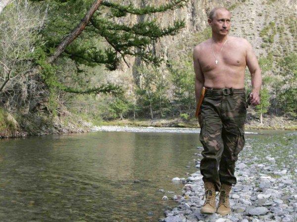 """Западные СМИ назвали манеру движения Путина """"походкой опытного стрелка"""""""