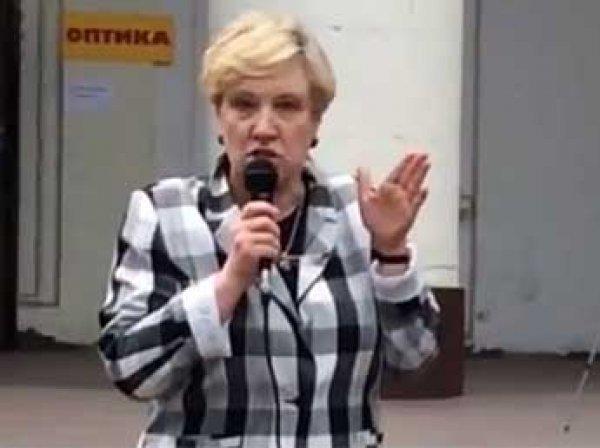 В Москве на депутата от КПРФ вылили ведро фекалий