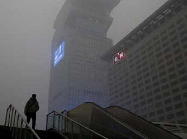 В Пекине объявили красную тревогу из-за смога