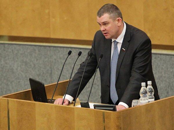 Депутаты Госдумы посоветовали россиянам отказаться от поездок за границу