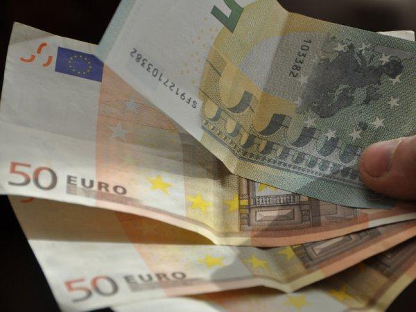 Курс доллара и евро на сегодня, 26 декабря 2015: официальный курс евро снова пробил отметку в 77 рублей